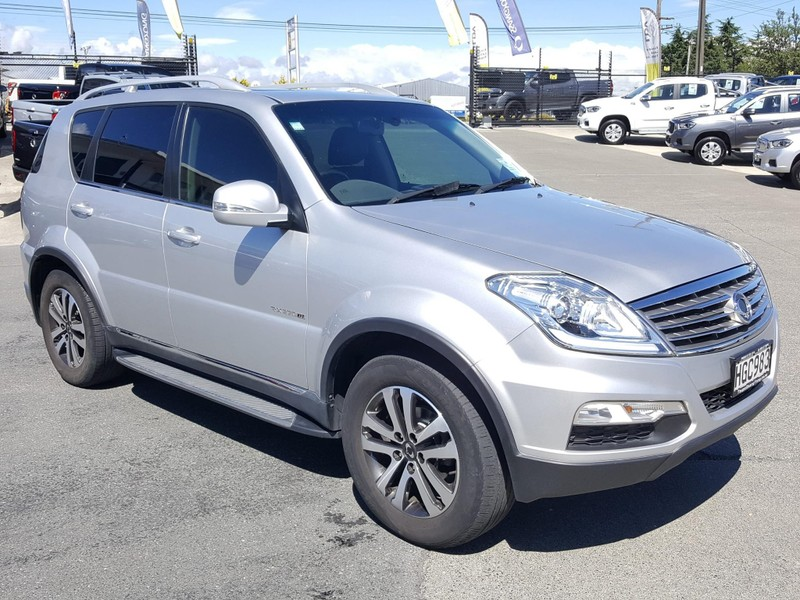 2013 SsangYong Rexton image 1