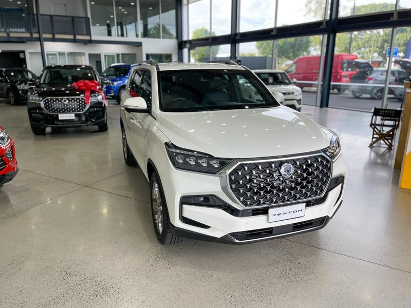 2021 SsangYong Rexton image 2