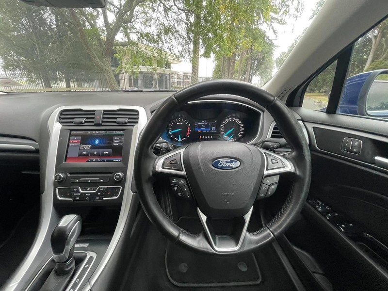 2016 Ford Mondeo image 16