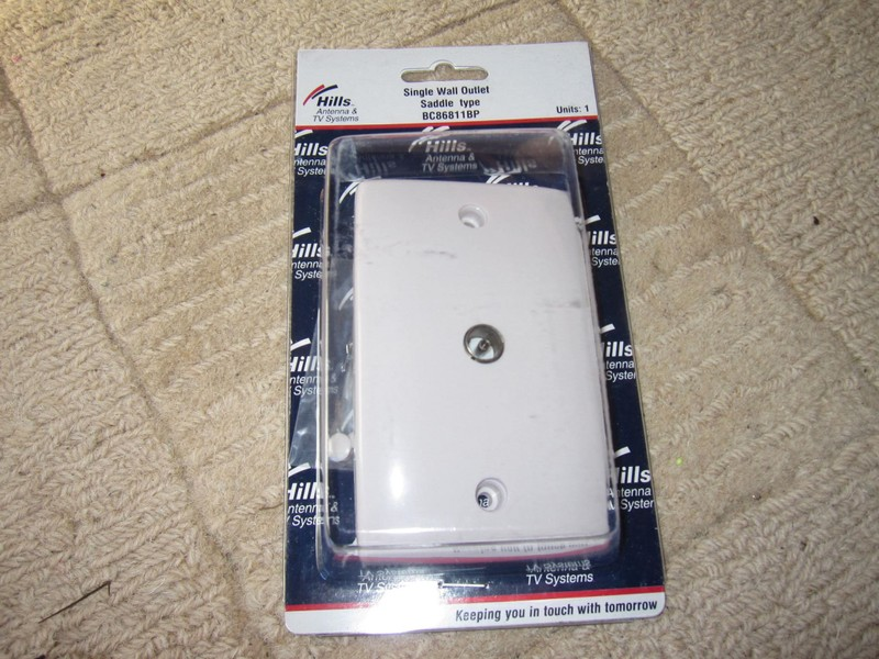 HILLS single outlet wall socket for coax TV aerial antennae
