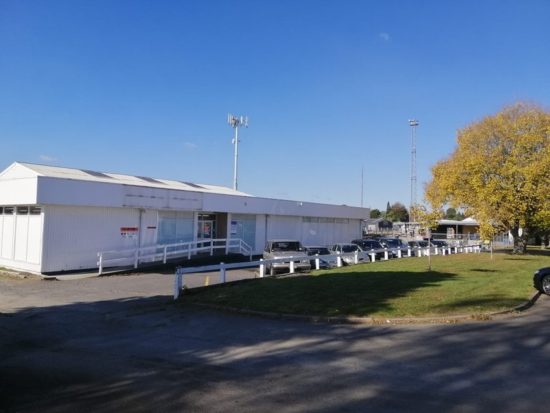 Secure yard, storage and office/showrooms