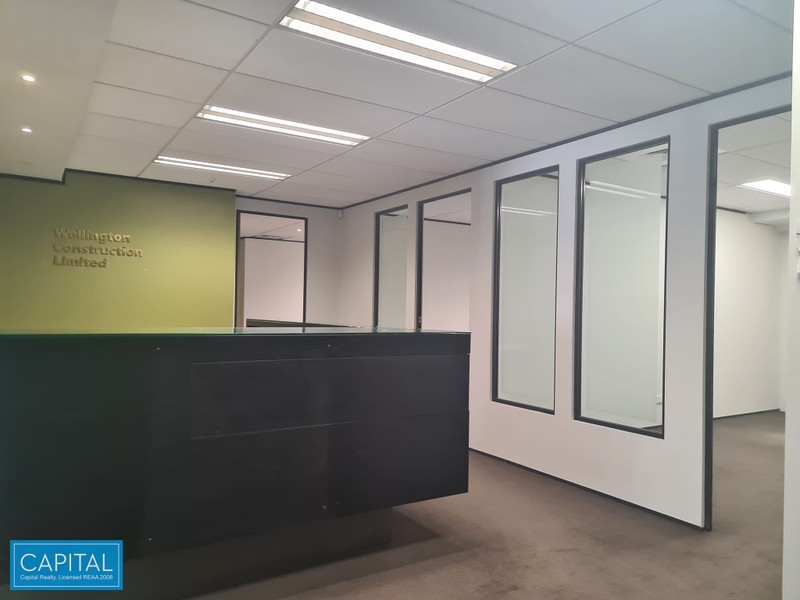 323 sqm - 3 Offices - 3 meeting rooms etc