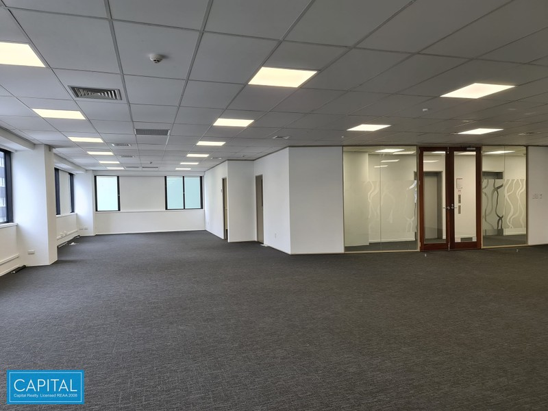 261 sqm - open plan, meeting rooms & board room