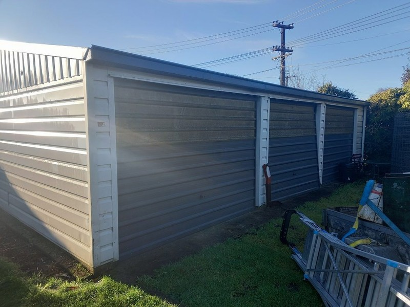 3-BAY GARAGE FOR REMOVAL INCLUDING RELOCATION.
