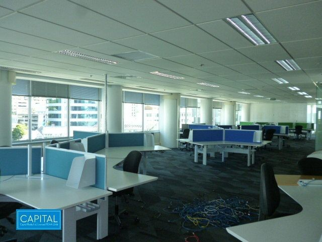 717 sqm modern office floor