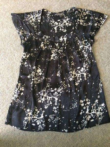 46a5cb6c641de Max Black Patterned Blouse Size 6 | Trade Me