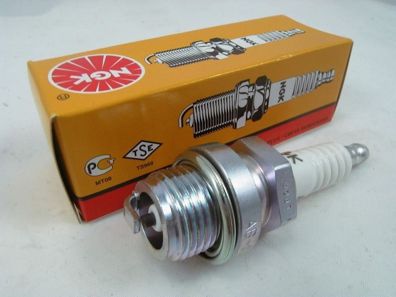 plugs BR8HS-10 trade price NGK spark plug BR8HS-10