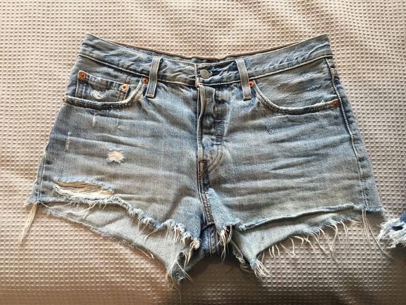 56ab1bb6 Levis 501 Shorts - Waveline W28 | Trade Me