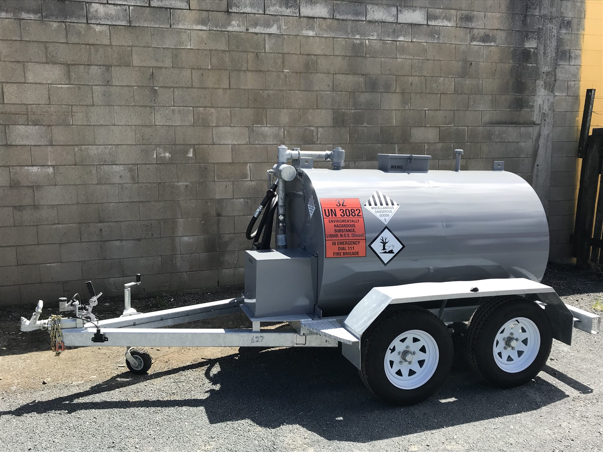 1800L tandem axle diesel trailer tank | Trade Me