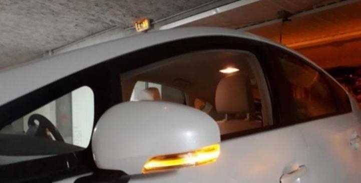 Volvo C30 C70 S40 S60 S80 V40 V50 V70 07-2013 Right Mirror Indicator Turn Signal