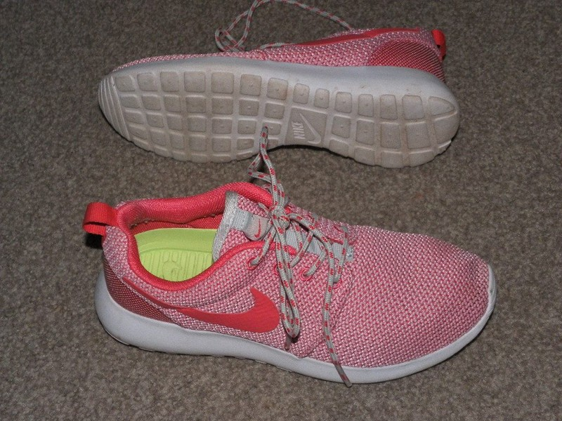 54a08fe34615 NIKE ROSHERUN WOMEN S RUNNING SHOES