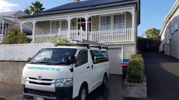 HOUSE WASHING, WATER BLASTING & GUTTER CLEARING
