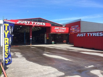 TYRES-- 12000 Near New Used Tyres in Stock
