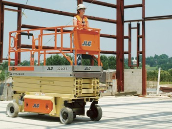 JLG SCISSOR LIFT - 11.68m WORK HEIGHT