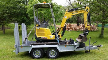 1.7t DIGGER FOR HIRE. Dry $39.50ph, or Wet Hire