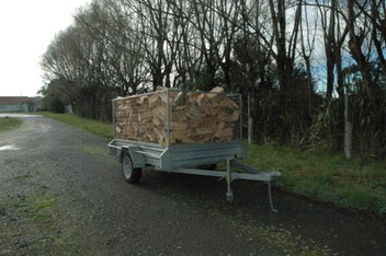 FIREWOOD WITH FREE DELIVERY & KINDLING