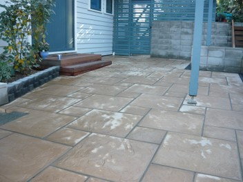 Paving, retaining walls, decks, fences, concreting